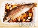 Рецепта Печена сьомгова пъстърва с чесън на фурна